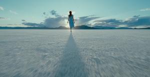 alone prayer woman